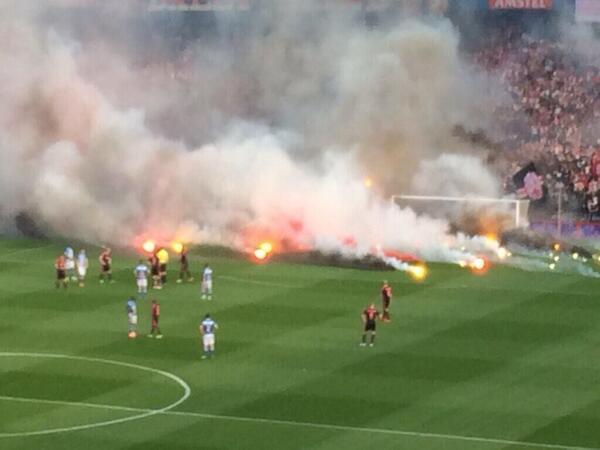 عکس زمین فوتبال یا میدان جنگ؟