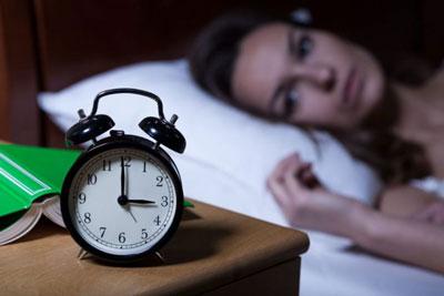 بی خوابی دلایل بی خوابی در میانه های شب چیست؟ sleeplessness night1 1